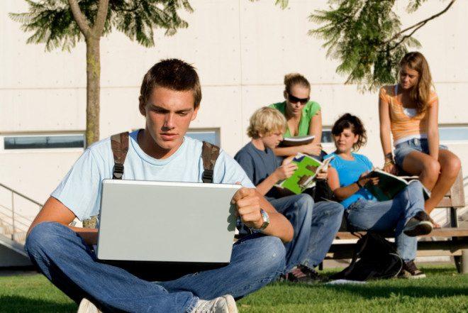 Portal Popinschool ajuda estudantes a encontrarem a escola ideal. Foto: Godfer | Dreamstime