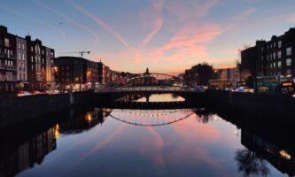 Conheça o Rio Liffey, um dos cartões-postais de Dublin