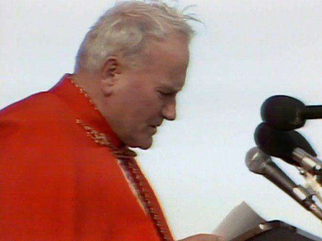 Visita do papa João Paulo II à Irlanda movimentou 2,5 milhões de pessoas em diversas cidades da ilha em 1979. Foto: Reprodução/RTE