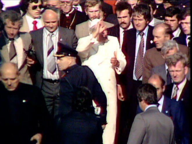 Papa João Paulo II durante passagem pela Irlanda entre setembro e outubro de 1979. Foto: Reprodução/RTE