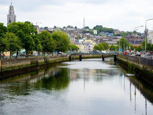 A simplicidade e charme de Cork. Foto: Rotatingmass|Pixabay.
