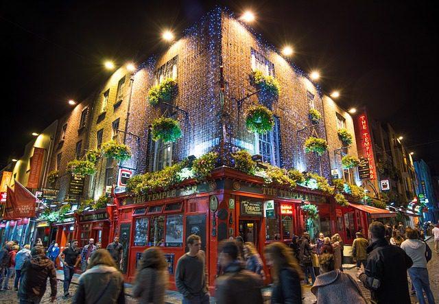 Temple Bar, um dos locais mais divertidos de Dublin. Foto: Skitterphoto|Pixabay.
