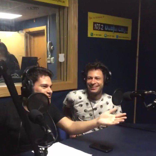Equipe é responsável pela dinâmica do programa The Brazilian Coffee Time, na rádio Dublin City FM. Foto: acervo pessoal