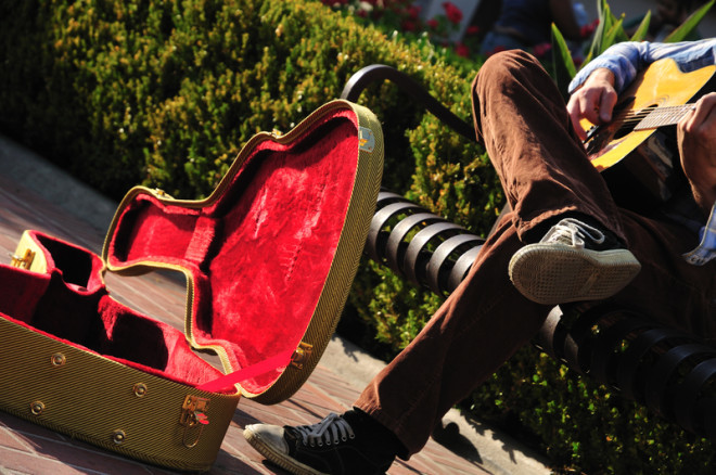 Os buskers são populares também em Galway. Foto: Allison Achauer | Dreamstime