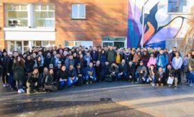 Fechamento de escola em Dublin deixa estudantes em situação vulnerável