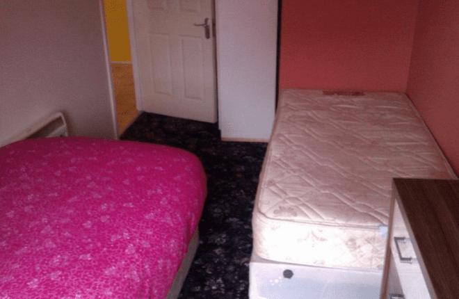 Falta de privacidade em quarto compartilhado. Foto reprodução