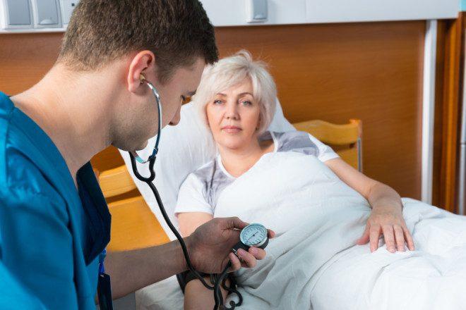 Estudantes com stamp 2 também podem trabalhar como auxiliar de enfermagem na Irlanda. © Kolotype | Dreamstime.com