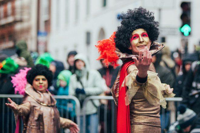 Parada de St Patrick é a mais tradicional durante a festa na Irlanda. Foto: Joanna_Prusak