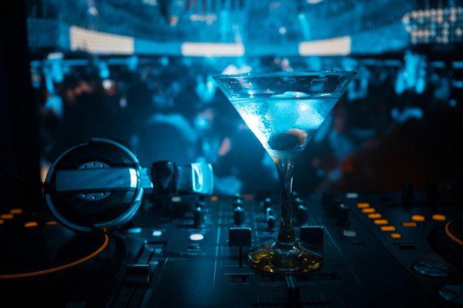 Música e bebida baratinha na Diceys todos os dias. © Ilkin Guliyev | Dreamstime.com