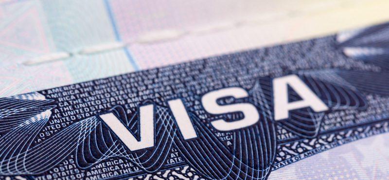 Governo lança renovação online para estudantes universitários imigrantes