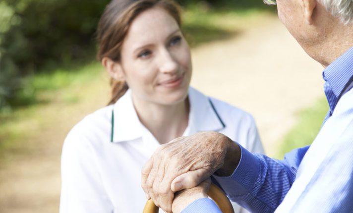8 empresas com vagas abertas para cuidadores na Irlanda