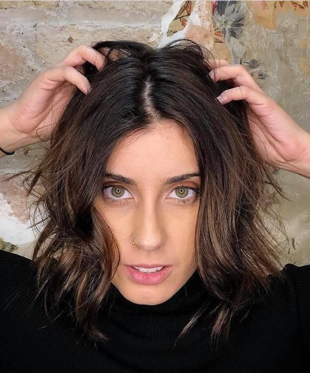A cabeleireira Corine Oliveira aposta no efeito natural com técnica degradê para as morenas.