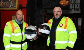 Irlandês usa moto para levar sangue a pacientes em hospitais