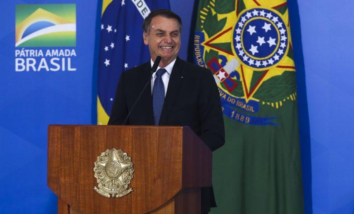 Bolsonaro veta isenção de cobrança de bagagem no Brasil