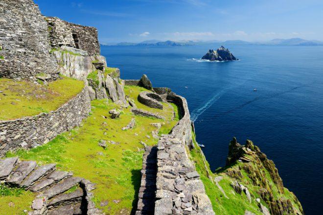 Skellig Michael lar das ruínas de um mosteiro cristão. Patrimônio Mundial da UNESCO, na Irlanda.© MNStudio | Dreamstime.com