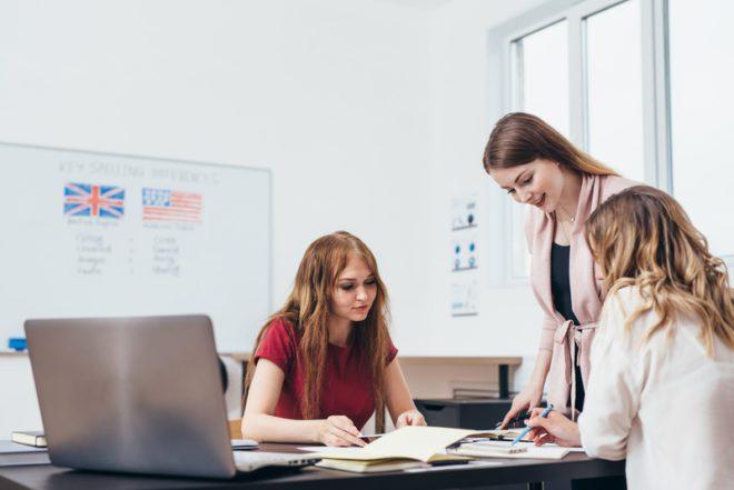 Veja alguns itens importantes na hora de buscar uma escola de inglês.© Undrey | Dreamstime.com