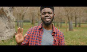 Poeta africano fala sobre racismo na Irlanda