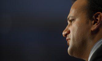 Primeiro-ministro irlandês renuncia ao cargo
