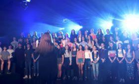 Estudantes irlandeses de gaélico viralizam cantando versões de músicas famosas