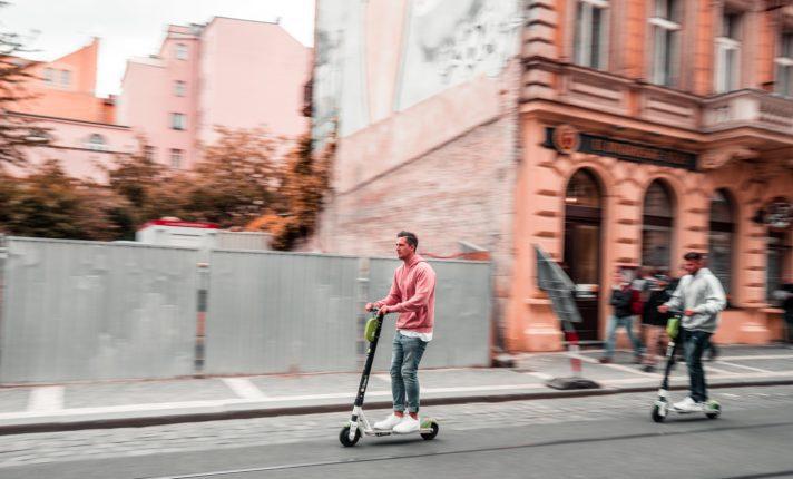 É permitido pilotar um scooter na Irlanda?