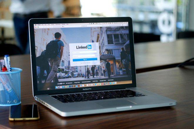 Aprenda a usar as hashtags no LinkedIn e torne-se mais visível. Foto: Shutterstock