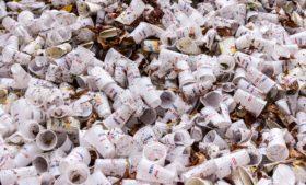Itens de plástico descartáveis poderão ser banidos da Irlanda