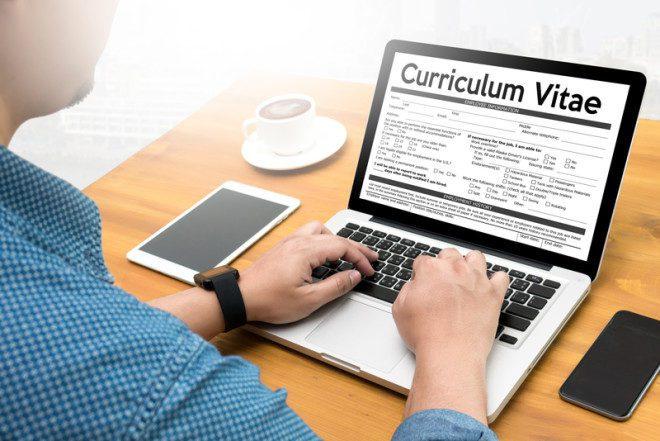 Na hora de elaborar seu CV coloque frases e palavras-chave.© One Photo | Dreamstime.com