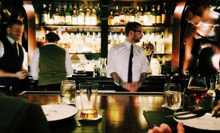 Pub oferece 700 euros por semana para staff em Dublin