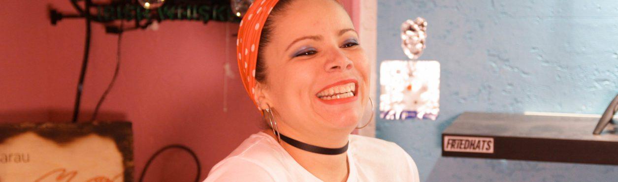 Sarau Maré e a poesia de Paola Benevides