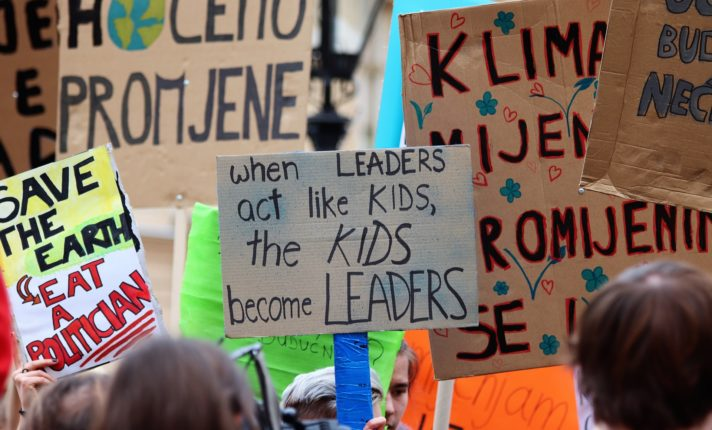 Estudantes da Irlanda fazem greve pelo clima global