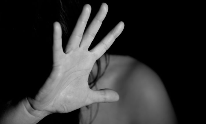 Brasileira diz ter sido agredida por ex-namorado irlandês em Cork