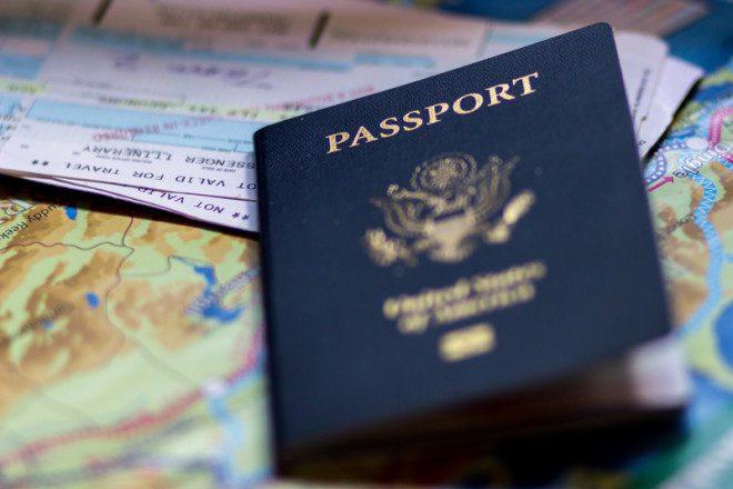 Pessoas com dupla cidadania terão mais facilidades ao migrar para outro país com a família. © Lisalantrip | Dreamstime.com