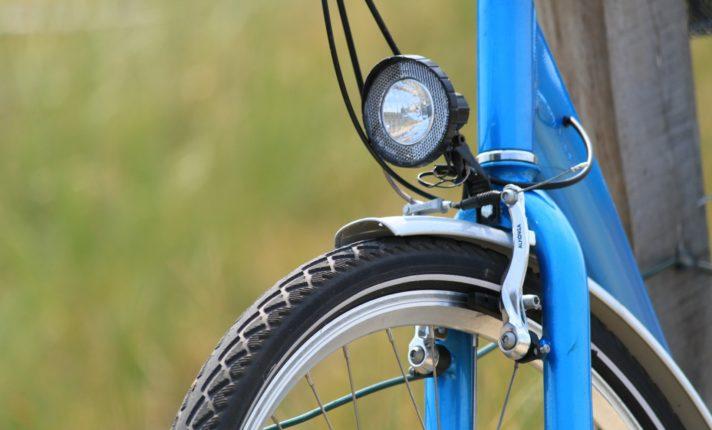 Campanha faz doação de luzes para bicicleta nas ruas de Dublin