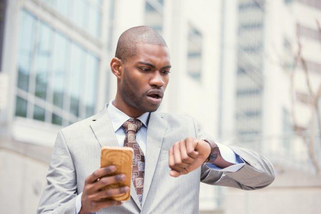 Programe-se para chegar com antecedência a entrevista. Atrasos são imperdoáveis. © Kiosea39 | Dreamstime.com