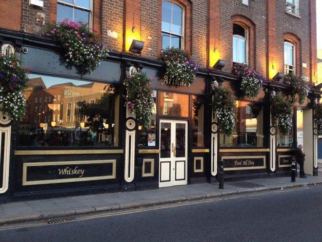 Arthur's é um dos clássicos pubs de Dublin. Foto: Publin