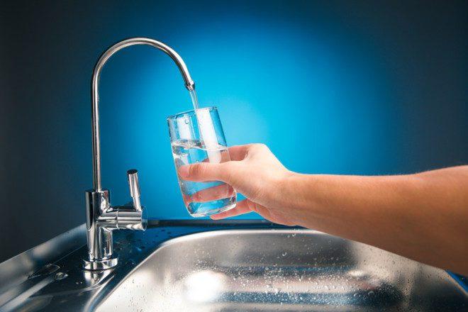 É muito comum se esquecer de beber água durante o inverno, fique atento.© Nikkytok - Dreamstime.com