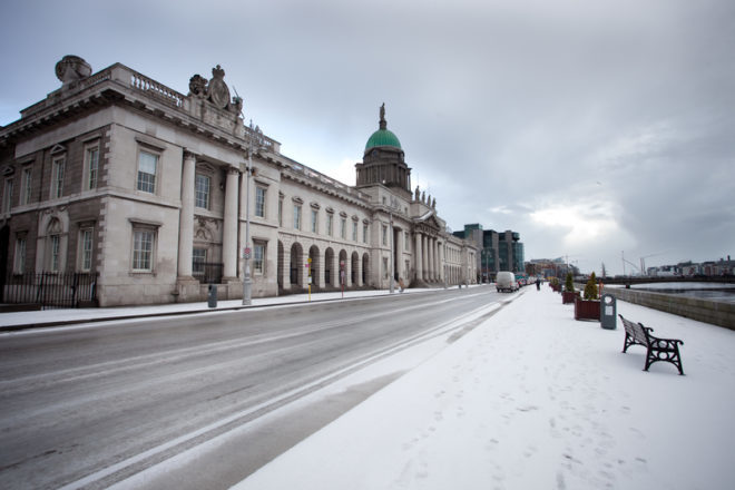 O fenômeno Beast from the East deixou Dublin branquinha em 2017. © Drx | Dreamstime.com
