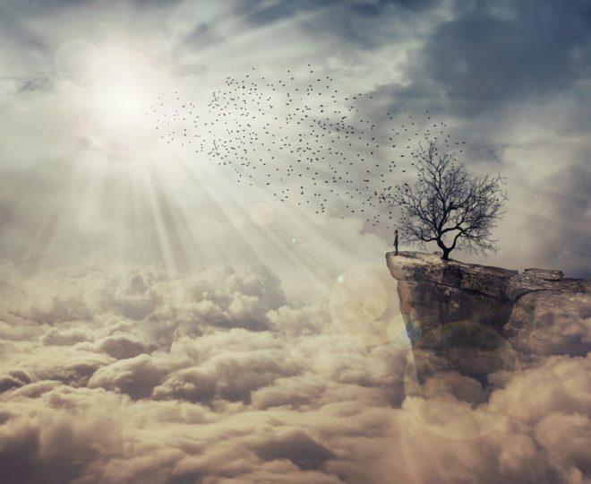 Quando estamos longe de casa e é chegada a hora de dizer adeus a alguém especial. © Psychoshadowmaker | Dreamstime.com