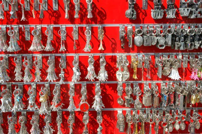 Souvenirs, ou lembrancinhas, de cada país é uma forma de levar consigo um pedacinho do lugar onde visitou na Europa. ©Baghitsha|Dreamstime.com
