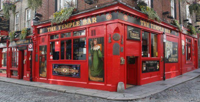 Beber e comer fora na Irlanda é caro, principalmente pelo preço dos pratos em restaurantes e o valor da cerveja. ©Attila Tatár|Dreamstime.com