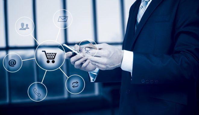 Seu celular pode funcionar como um cartão de débito utilizando o aplicativo do banco virtual. ©Jurij Boiko|Dreamstime.com