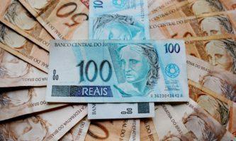 Essa é a melhor hora de trocar euro e dólar por reais?
