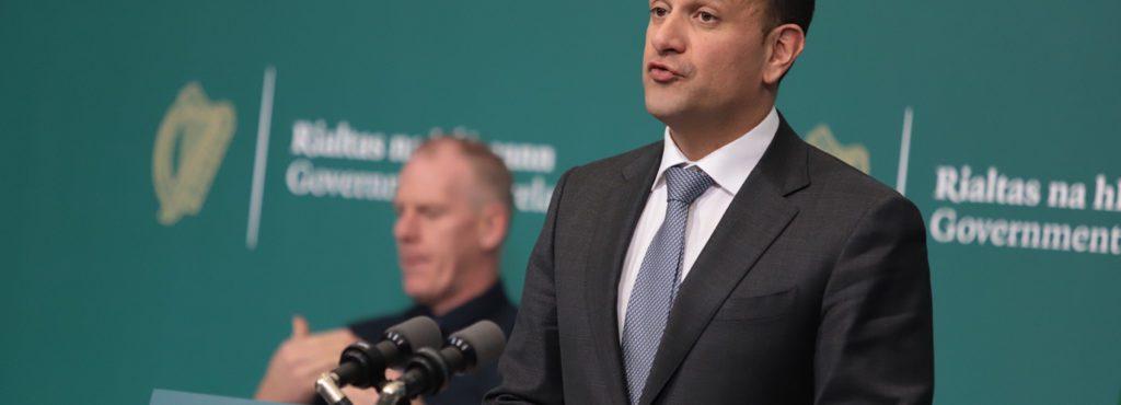 Primeiro-ministro irlandês volta à medicina para lutar contra o Covid-19