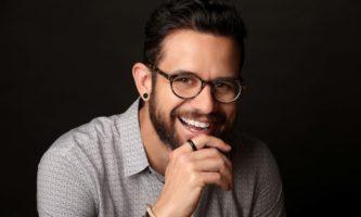 Edu Giansante prepara aulas online sobre trabalho no exterior