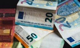 Auxílio governamental: beneficiários não serão pagos se viajarem para o exterior