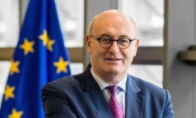 Membro irlandês da Comissão da UE renuncia após 'festa do golf'