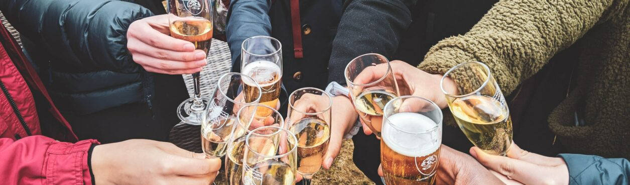 Covid-19: governo deve multar grupos consumindo álcool nas ruas da Irlanda
