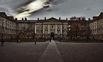 Trinity College: bolsas de mestrado para brasileiros nas áreas de história, teatro e literatura