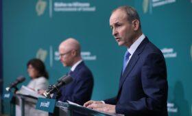 Covid-19: Irlanda espera vacinar população em massa no próximo semestre