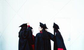 Irlanda dará 250 euros de bônus a universitários, mas não-europeus ficam de fora